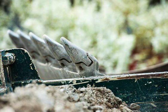 Baggerschaufel und Erde » Braun Gartenform