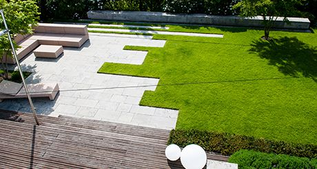 Gepflegter Garten von oben » Braun Gartenform
