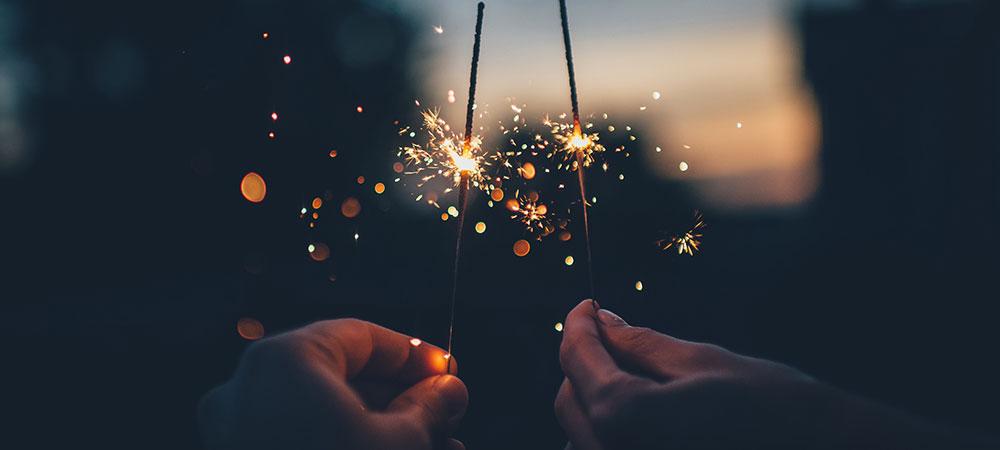 Neujahrswünsche mit Wunderkerzen » Braun Gartenform